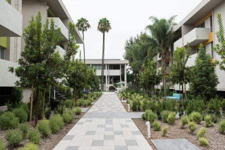 Ktown Apartments for Rent - The Chadwick Courtyard