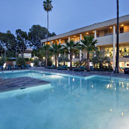 Apartments near Koreatown Los Angeles - The Chadwick Pool