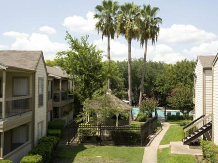 Silverado | Apartments For Rent in Houston, TX | Gazebo and Courtyard