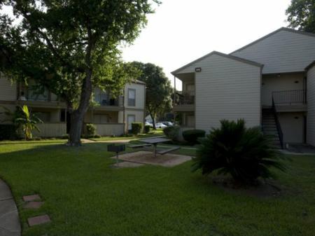 Silverado | Apartments For Rent in Houston, TX | Pet Friendly Picnic Area