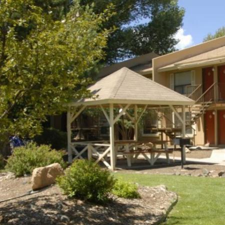 Community patio Aspen Leaf Apartments in Flagstaff, AZ