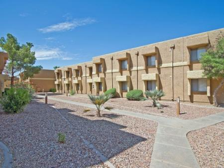 Exterior and landscaping at Papago Crossing Apartments in Phoenix, AZ