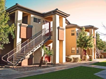 Westover Parc Apartments in Phoenix, AZ exterior and landscaping