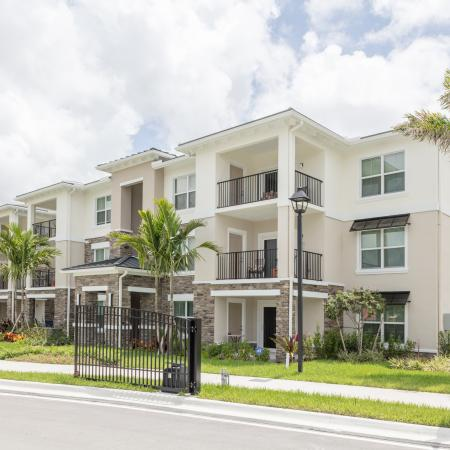 The Reserve at Coral Springs, exterior, building, balconies, palm trees
