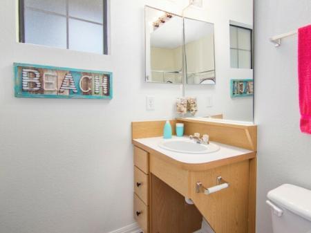 Private bathroom in 4 bedroom apartment