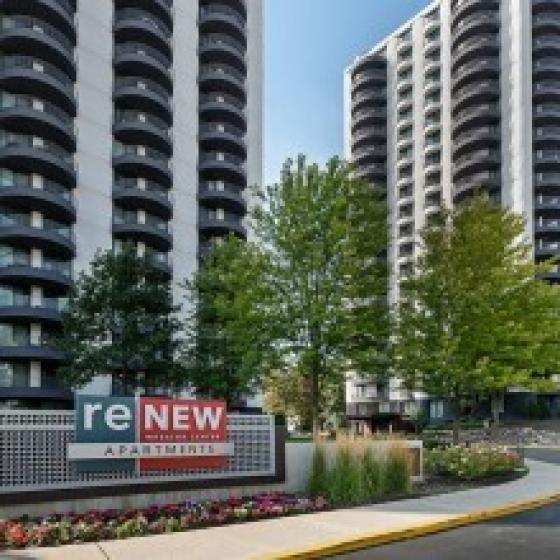 ReNew Wheaton Center | Apartment Homes for Rent | Wheaton IL 60187 | State-of-the-Art Kitchen