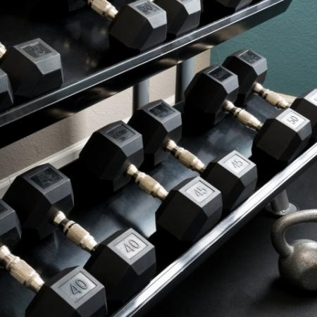 Free Weights | Pinnacle Apartments