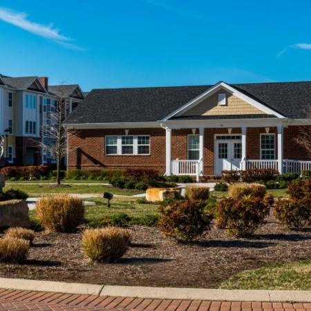 Elegant Apartment Community | Pinnacle Apartments