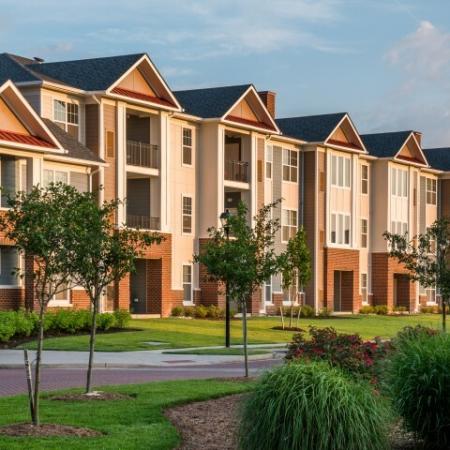 Beautifully Landscaped | Pinnacle Apartments