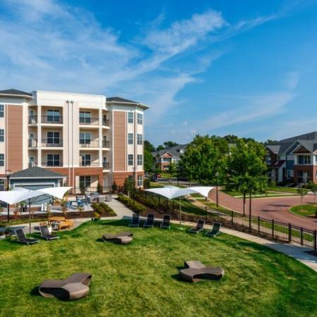 Trendy Social Lawn | Pinnacle Apartments