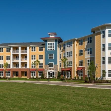 Apartments in Williamsburg For Rent | Aura at Quarterpath