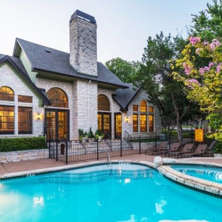 Community pool and clubhouse | Museo apartments in Austin
