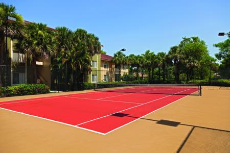 Cypress Shores apartments with tennis courts