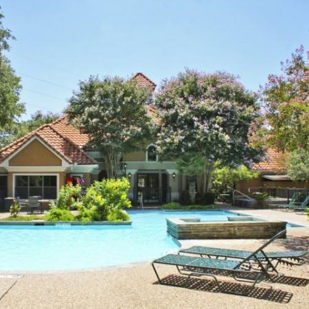Apartment complex pool | Austin TX | Madison at Stone Creek