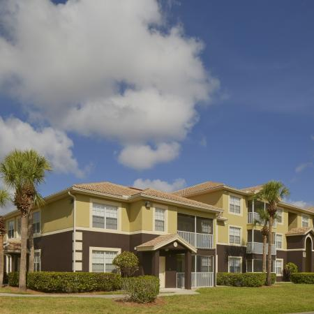Fort Myers apartments | Attached and detached garages