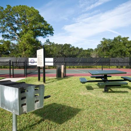 Outdoor grills | picnic area | Yacht Club at Heritage Harbor