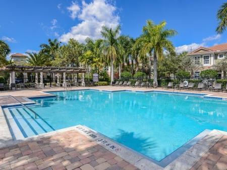 Floresta apartment complex pool
