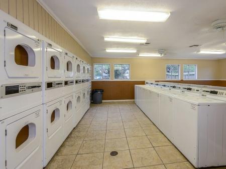 Bay Club apartment amenities