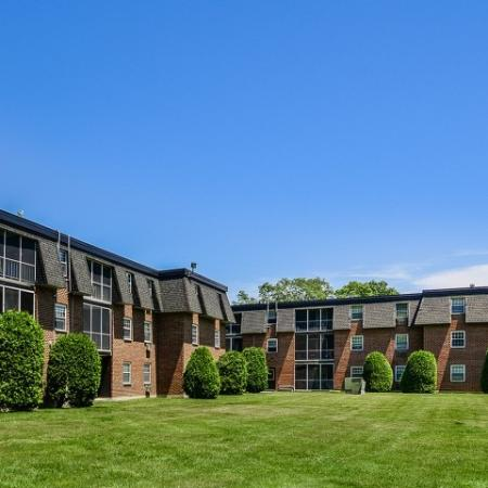Exterior of Tatnuck Arms apartments with expansive lawn