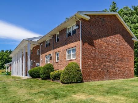 1, 2, and 3 bedroom apartments near UMass