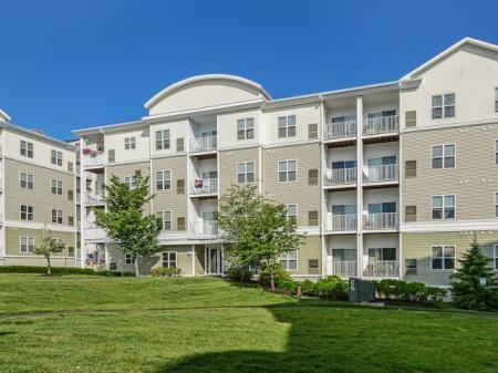 Endicott Green apartments in Danvers MA