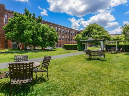 Apartments with outdoor space | Bigelow Commons