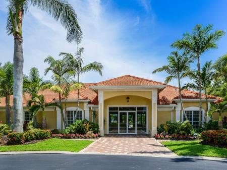 Bay Breeze apartments in Fort Myers FL