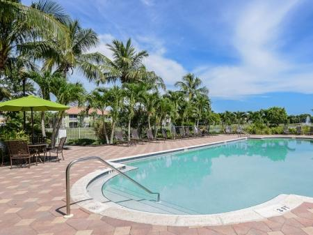 Bay Breeze apartments with pool