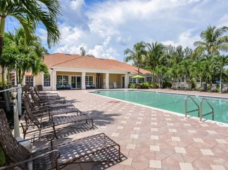 Apartment pool in Bay Breeze Villas