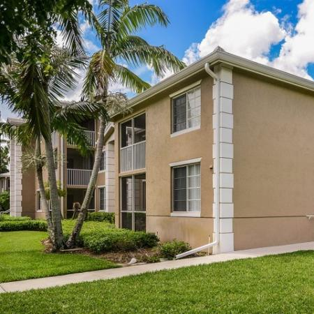 Apartment homes exterior | Screened porch | Screened-in patio | Promenade at Reflection Lakes