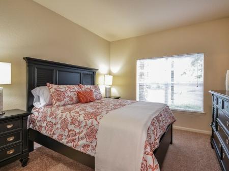 Grandeville on Saxon | 3 bedroom apartments