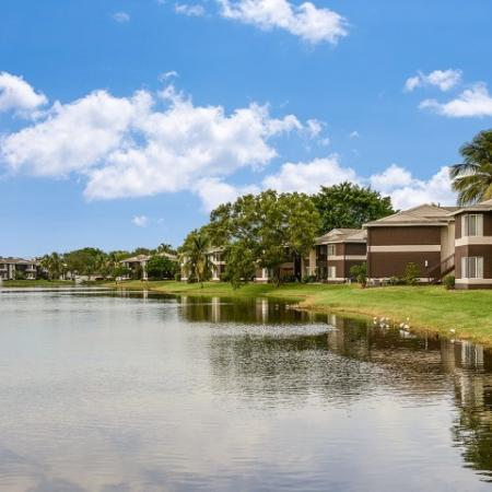Iona Lakes apartments in Fort Myers FL