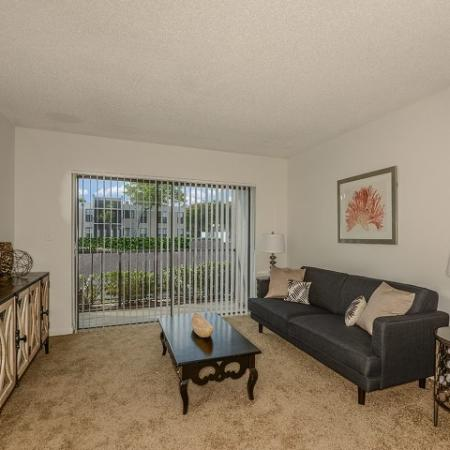 Del Oro apartments with maintenance