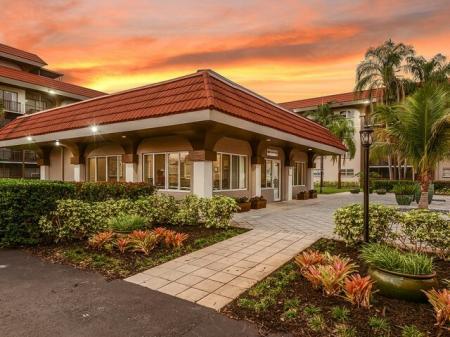Del Oro apartments in Plantation FL