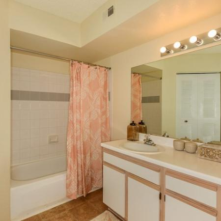 Royal St George apartment bathroom