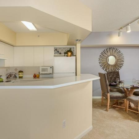 Kitchen with breakfast bar and dining room | 2 bedroom apartment in Via Lugano | Boynton Beach