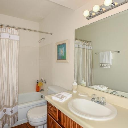 The Brittany, interior, bathroom, shower/tub