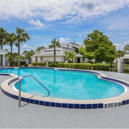 Melbourne FL apartments with pool