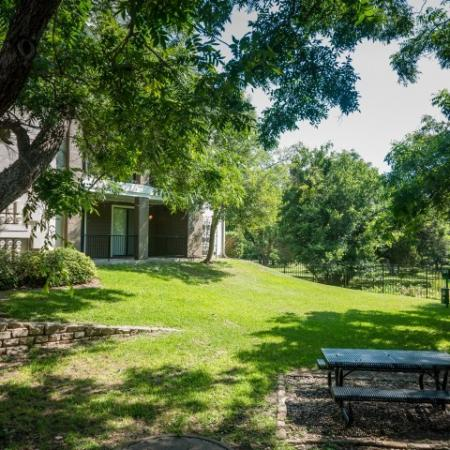 Picnic tables | Outdoor space | Austin TX apartments | Metric Blvd