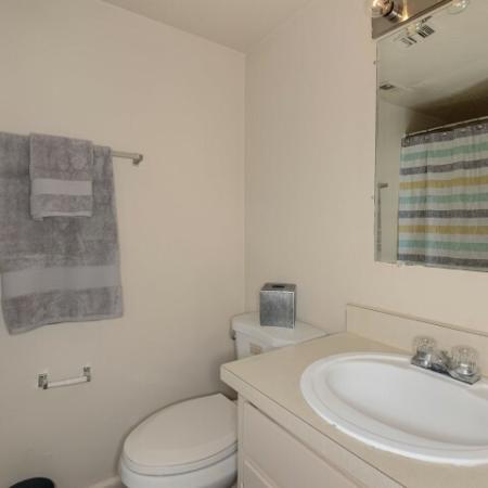 Apartment bathroom | Mission Grove