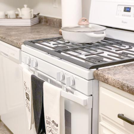 Kitchen with white appliances | Fountainhead apartments