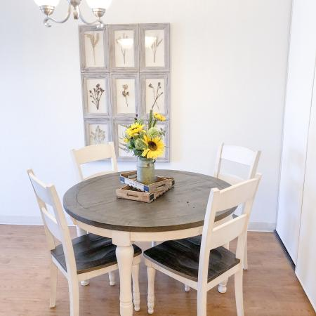 Dining room with wood flooring | Fountainhead apartments | Westborough MA