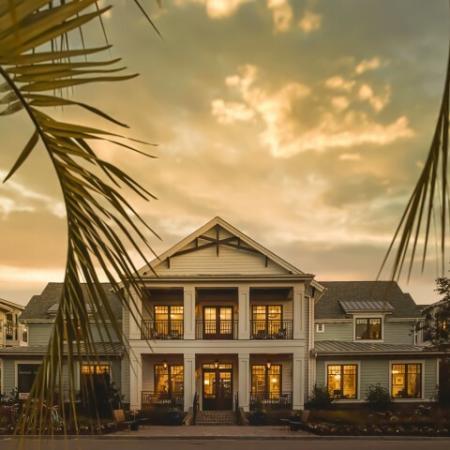 Wharf 7 Apartments | Charleston SC rentals