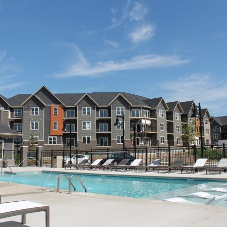 Swimming Pool   Madison Wisconsin Apartments for Rent   22 Slate