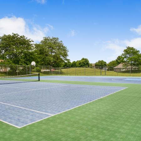 Community Tennis Court | Apartments in Franklin, WI | Manchester Oaks