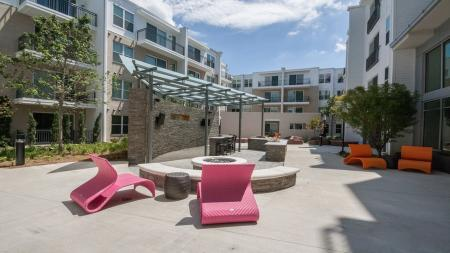 Outdoor Courtyard with Televisions and Grills | Modera Morningside