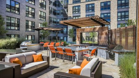 Outdoor Grills and Dining Lounge | Modera Mosaic