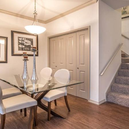 Dallas, TX Renovated Apartments | Lakewood on the Trail