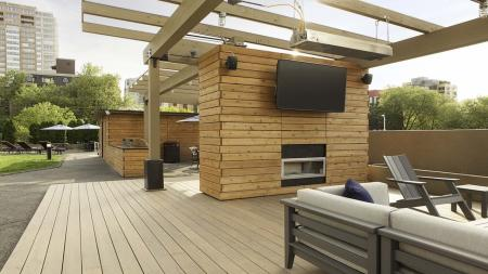 Rooftop Lounge and Flat Screen TV   Skye at Belltown