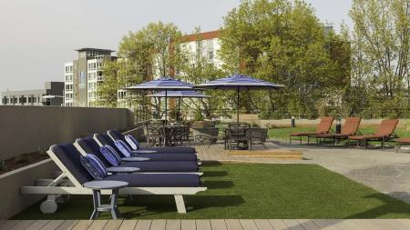 Lawn Chair Lounges on our Rooftop Deck | Skye at Belltown